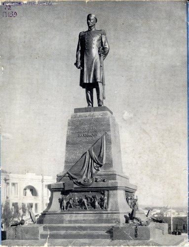 Памятник п с нахимову в севастополе н в томского заказать памятник уфа гомель
